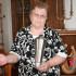 foto: dcéra Michala Zábojníka - Mária Šťastná s trofejou Majtra Československa v šachu