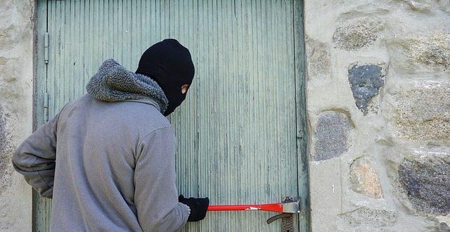 Zlodej je v dome! Môžem po ňom vystreliť?