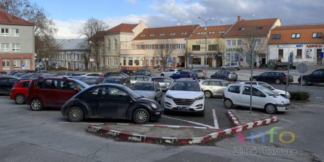 Ako ďalej s parkovaním vZlatých Moravciach?