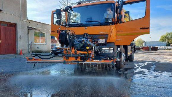 Technické služby dostali nový nakladač a umývacie vozidlo